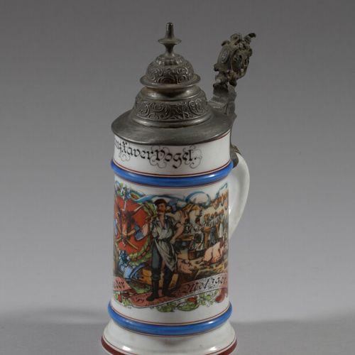 Chope du Réserviste Dogel en porcelaine polychrome à décor de scènes d'abattage …