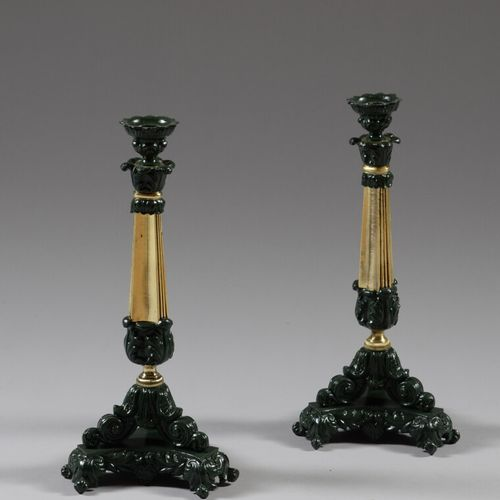 Paire de bougeoirs en fonte et laiton à motifs feuillagés.  XIXème siècle  Haut.…