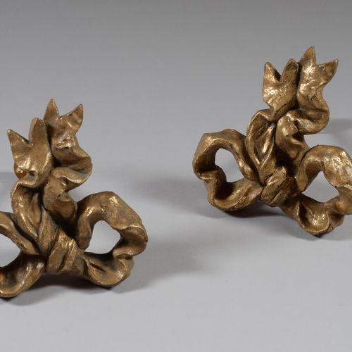 两个镀金的树脂窗帘支架,形状是一个结。  高18.5厘米