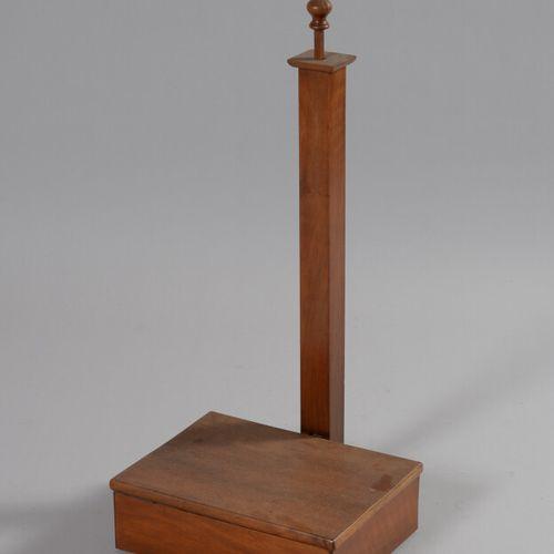 Nécessaire de chambre en bois, la partie basse rectangulaire à couvercle abattan…