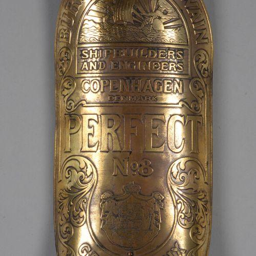 """铜制造船板 """"PERFECT N°8 GRAND PRIX PARIS 1900""""。  高27厘米"""