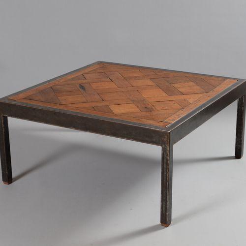 金属结构的咖啡桌,橡木桌面上有凡尔赛镶木。  现代工作  高度47.5,宽度100,深度100厘米