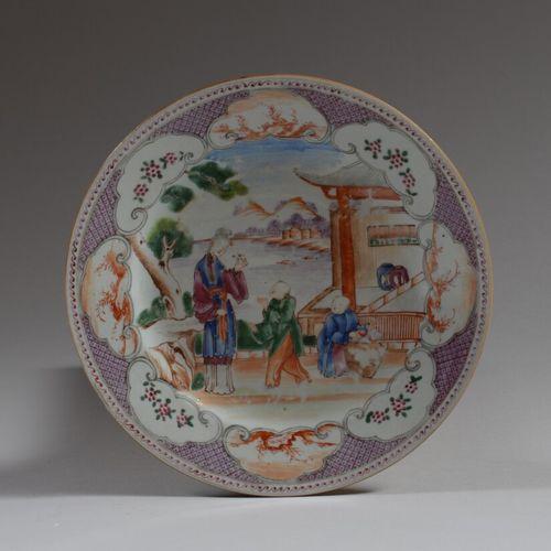 CHINE DE COMMANDE  Assiette circulaire en porcelaine décorée en émaux de la fami…