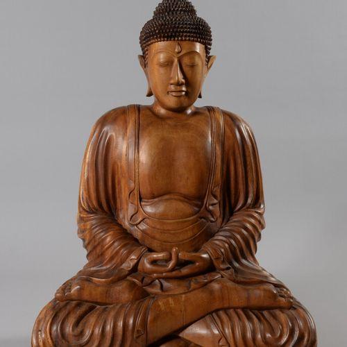 中国  大型木制佛像,以禅定的方式坐着。  现代工作  高度95厘米
