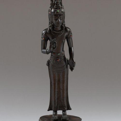 LAOS ou ASIE DU SUD EST  Statue de Guanyin en bronze patiné debout sur une base …