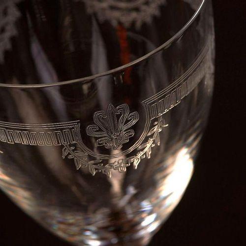 Partie de service en cristal gravé de frise grecque, palmette et guirlande de fl…