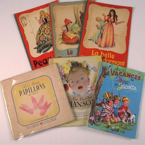Lot of about fifty albums of childhood illustrators including : JEANJEAN, COCARD…