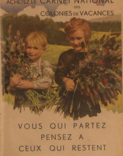 GERMAINE BOURET Deux albums modernes contenant : 3 Carnets Nationaux de 10 carte…