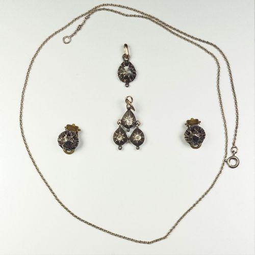Lot de bijoux Provençaux anciens en argent (800/oo) et métal comprenant une pair…