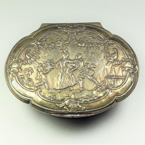 Boîte Tabatière en vermeil (800/oo) de forme tombeau, a décor de scènes champêtr…