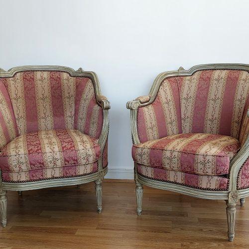 路易十六风格的沙发篮和两把扶手椅,用花布装饰(沙发80 x 120 / 扶手椅80 x 66cm)。