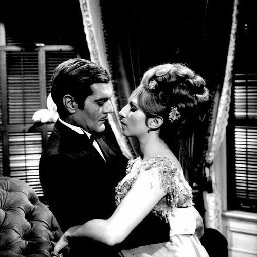 FUNNY GIRL Barbra Streisand et Omar Sharif, film de William Wyler, 1968. Photogr…