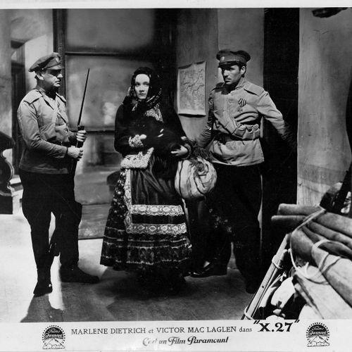 AGENT X 27 DISHONORED Marlène Dietrich et Victor McLaglen, film de Josef von Ste…