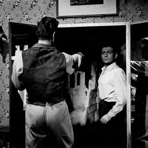 ORPHEE Jean Marais et François Perrier dans le miroir, film de Jean Cocteau, 195…