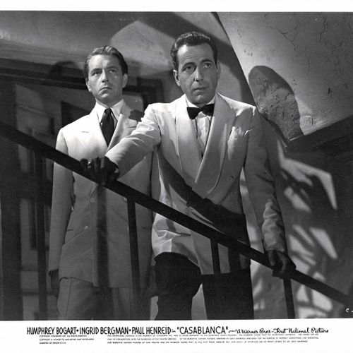 CASABLANCA Humphrey Bogart et Paul Henreid, film de Michael Curtiz, 1942. Photog…