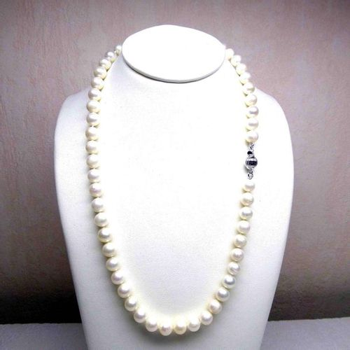 A necklace of natural cultured pearls diameter 7 7.5 mm with a length of 42 cm s…