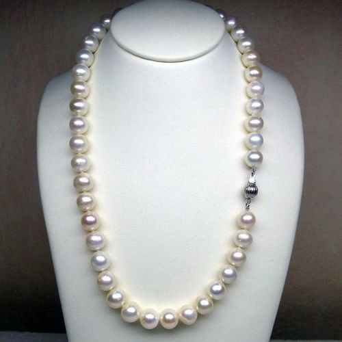 A very nice and important necklace of natural cultured pearls diameter 9.5 mm wi…