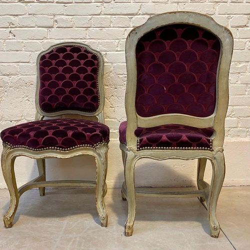 SUITE OF SIX CHAIRS IN GREY LACQUERED WOOD MOULDING. Cambered legs connected by …