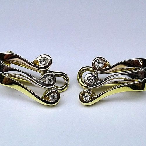 Pair of ear clips 3 gold set with fine quality diamonds for 0,60 c. Approx. Gold…