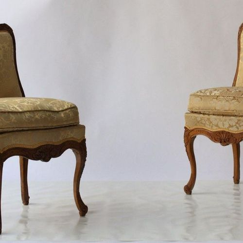 PAIR OF REGENCY LOUIS CHAIRS XV  Made of natural wood, with a flat backrest carv…