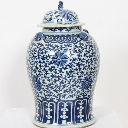 VERY NICE CHINESE COVERED VASE IN BALUSTER SHAPE.  In white blue porcelain with …