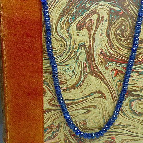 Important and rare necklace of natural sapphires in slight fall weighing 101.1 c…