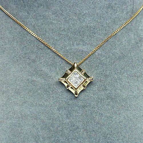 Square yellow gold pendant set with 4 princess diamonds for 0,50 c. Approx. Of G…