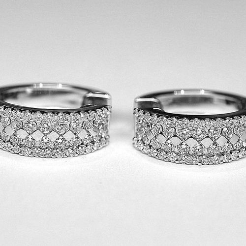 Pair of half creoles in white gold set with 96 G/VS quality diamonds for approx.…
