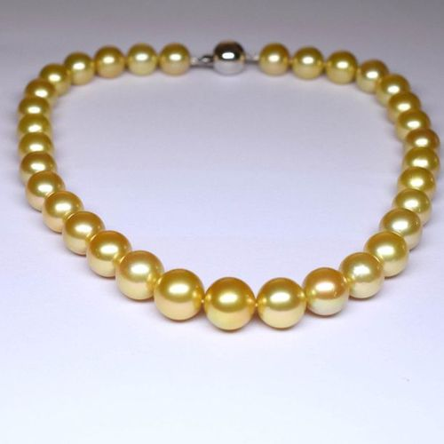 Important necklace of GOLD (South sea) pearls in a fall of 10,5 12 mm. Perfect c…