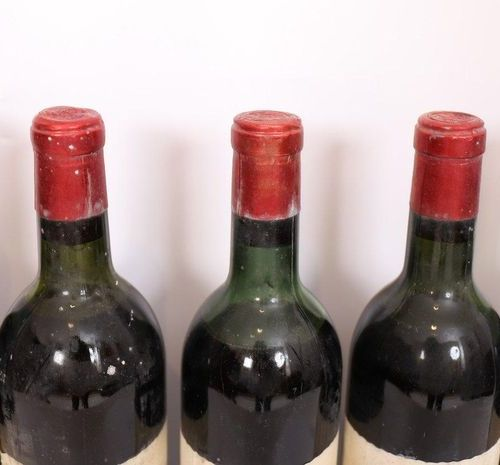 "LOT 5 BTES ""CHÂTEAU ROQUEGRAVE"" MEDOC 1966  Slightly low levels at mid shoulder."