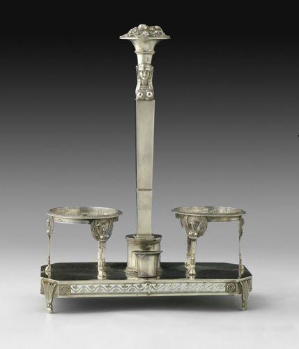 """Monture d'huilier en argent, de style """"Retour d'Egypte"""". Paris 1819 1838. La bas…"""