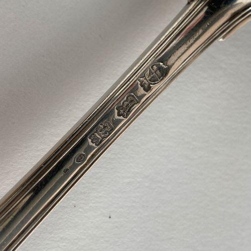 Cuillère à saupoudrer en argent. Dijon 1754 1755 Maître Orfèvre : Mathieu Brunot…