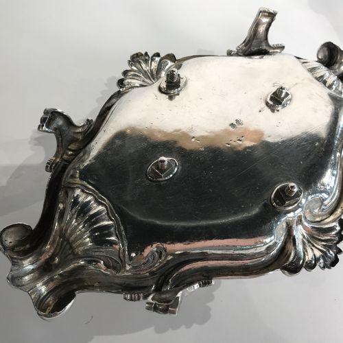 Bel huilier en argent. Nancy 1771 1778 Maître Orfèvre : Charles Mansuy Le bassin…