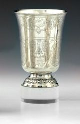 Timbale tulipe en argent. Paris 1798 1809 Elle repose sur un piédouche souligné …