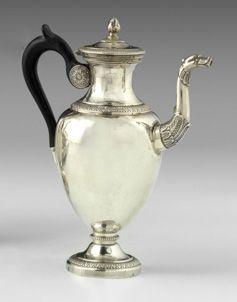 Petite verseuse ovoïde en argent. Paris 1819 1838. Modèle uni reposant sur piedo…