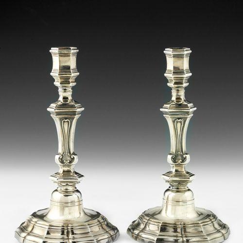 Belle paire de flambeaux en argent. Apt 1755 Maître Orfèvre : Pierre Légier, reç…
