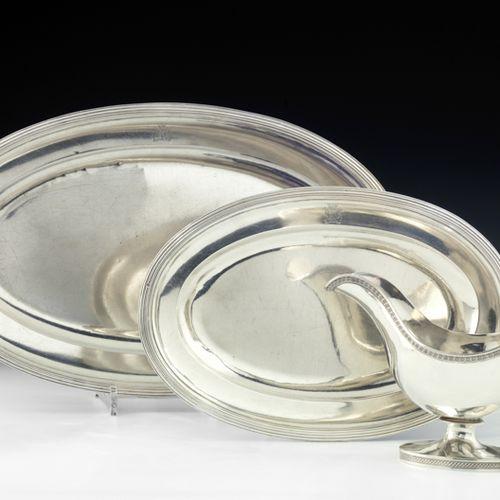 Deux plats ovales en argent. Paris 1819 1838 Modèle à moulures de filets. L'aile…
