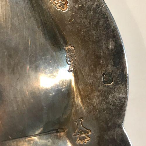 Plat rond à contours, Rennes 1736 1738 Maître Orfèvre : Jean Lacère, reçu en 172…