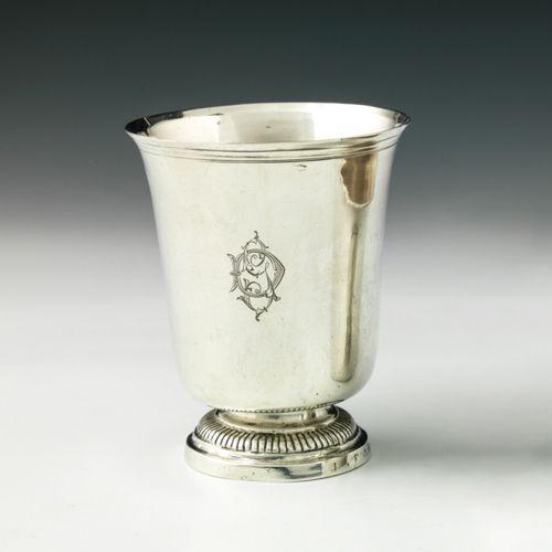 Timbale tulipe sur piédouche en argent. Orléans 1780 1782 Maître Orfèvre : Louis…