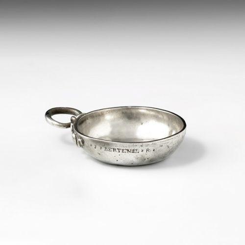 Tasse à vin en argent. Blois vers 1780. Maître Orfèvre : Antoine Tranquart, reçu…