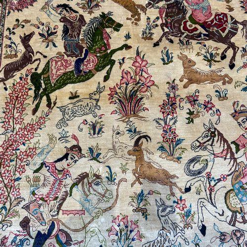 Exceptionnel, très fin et original Ghoum en soie (Iran) époque du Shah vers 1975…
