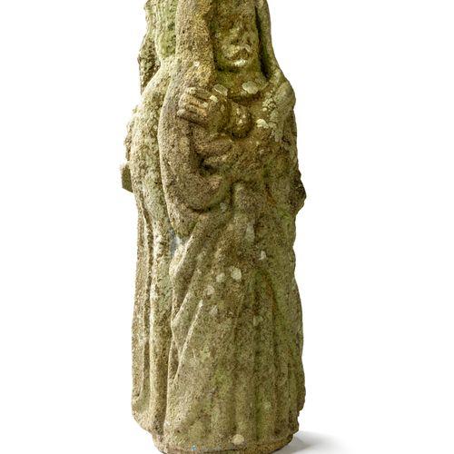 Statue en Kersanton, Bretagne, XVIIe siècle. Représentant deux saintes femmes en…