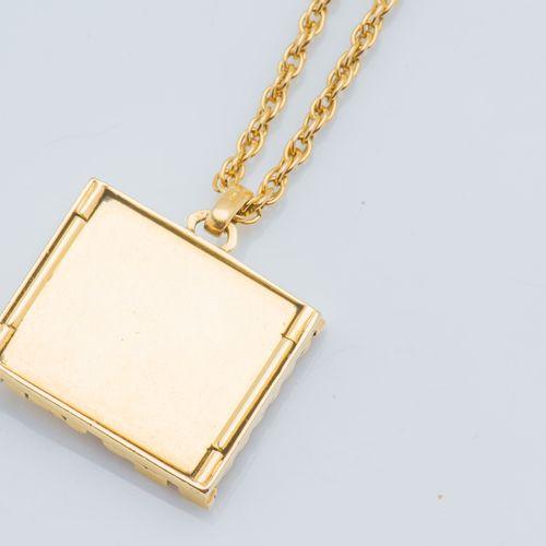 Chaîne et pendentif en or jaune 18 carats (750 ‰) à maille corde, retenant un pe…