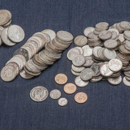 Lot de pièces en argent comprenant : 21 pièces de 50 Francs Hercule, 39 pièces d…