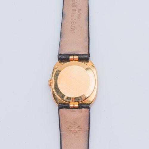 PATEK PHILIPPE vers 1975 Montre modèle Ellipse réf. 3548, le boîtier ovale en or…