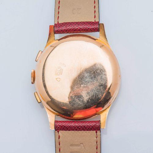 CHRONOGRAPHE SUISSE, vers 1960 Chronographe en or jaune 18 carats (750 ‰), le bo…