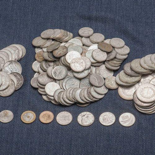 Lot de pièces en argent comprenant : 25 pièces de 50 Francs Hercule, 24 pièces d…