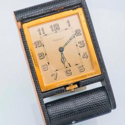 JAEGER LeCOULTRE  Pendulette de voyage en métal doré de forme rectangulaire gain…