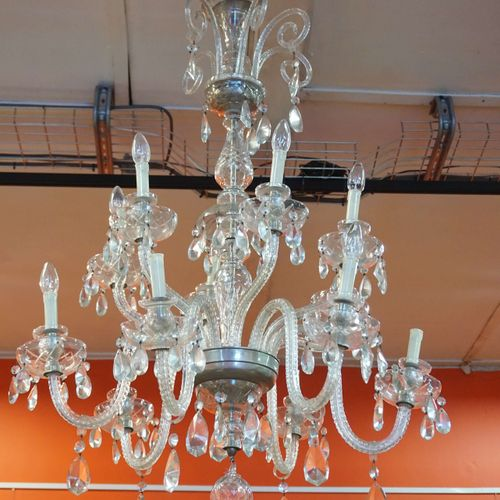 Crystal chandelier with 12 arms of light. H: 110 cm Ø: 80 cm