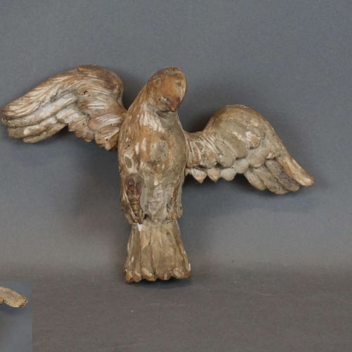 Carved wooden dove. Accidents. H : 16 cm l : 24 cm